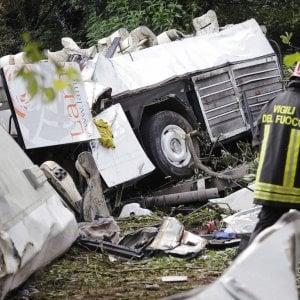 """Strage del bus precipitato ad Avellino, il perito accusa Autostrade: """"Scarsa manutenzione"""""""