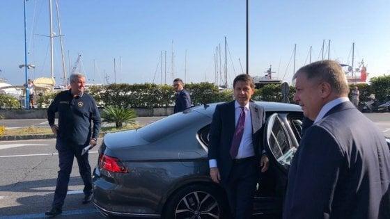 """Ischia, il premier Conte nella zona rossa del sisma: """"Presto decreto per la ricostruzione"""""""