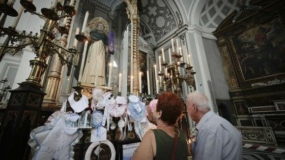 """Rione Sanità, rabbia dopo il furto in basilica. I sacerdoti al ladro: """"Ti perdoniamo ma restituisci tutto"""""""