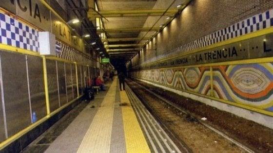 È morta la guardia giurata aggredita nella stazione della Cumana di Trencia a Napoli