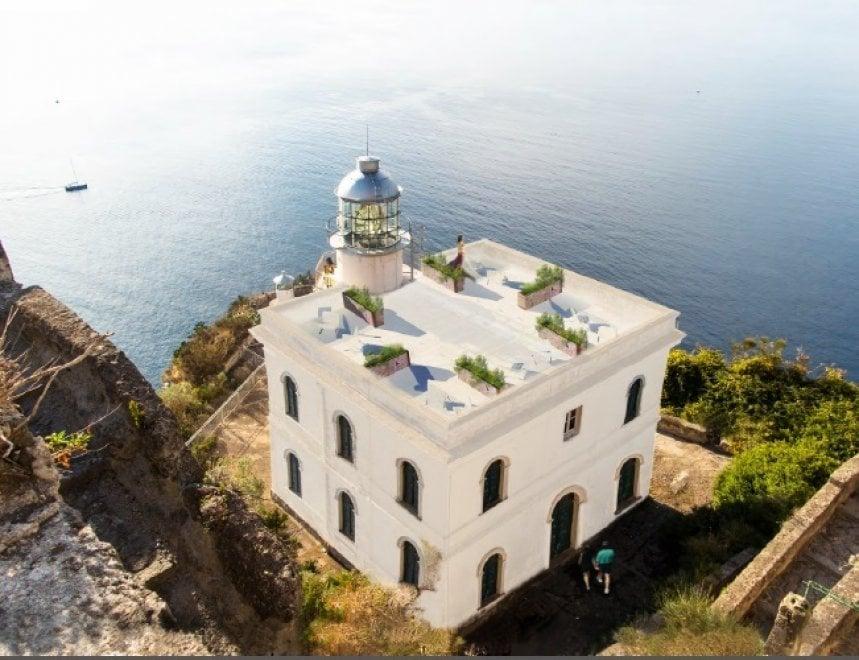Ischia, il faro diventa un resort: dal 1 ottobre il cambio di gestione