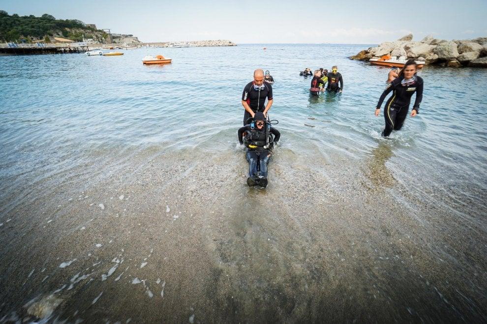 """""""Mare per tutti"""", lezioni di immersione per disabili nel golfo di Napoli"""