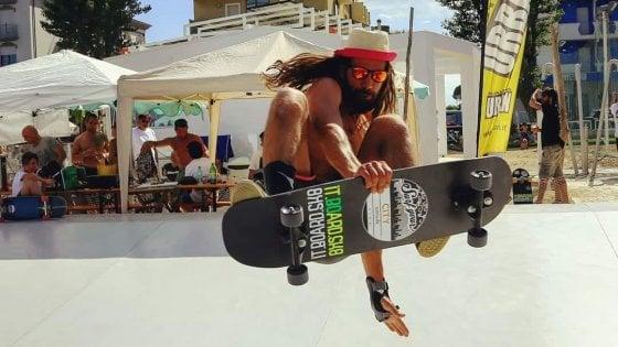 """Lezioni di """"surfskate"""" al Festival dell'Oriente di Napoli"""