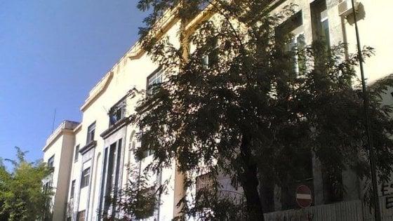 Liceo Sannazaro, 30 professori contro la preside: aveva portato gli studenti al mare per insufficienza di aule