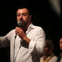 Scritte e disegni contro Salvini in un paese nel salernitano