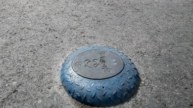 Chiaia, sensori nelle strisce blu contro i parcheggi abusivi