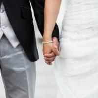 Sposo scappa con i soldi delle buste, rissa ad un matrimonio a Torre del