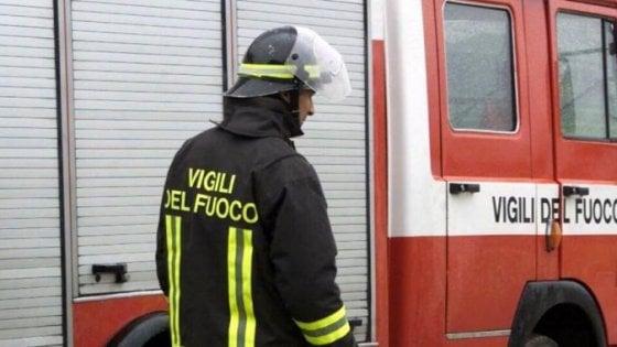 Incendio in un istituto del Sannio, evacuati in 600