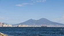 L'arrivo del Vespucci nel golfo di Napoli