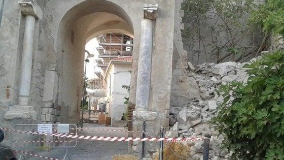 Arco di Diana pericoloso, sequestro dei carabinieri nel Casertano