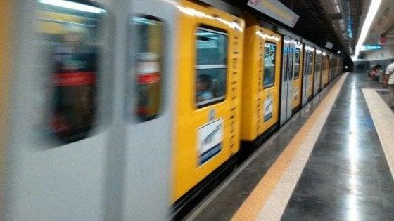 Venerdì nero dei trasporti, sciopero della metro a Napoli ...