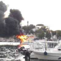 Fiamme su uno yacht, paura nel porto di Ischia