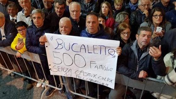 Di Maio a Potenza, protestano i residenti del quartiere post sisma escluso dal piano periferie