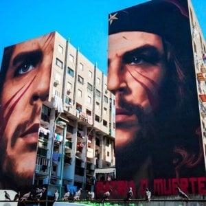 Napoli, esponente di estrema destra aggredisce lo street artist Jorit mentre dipingeva volto di Ilaria Cucchi