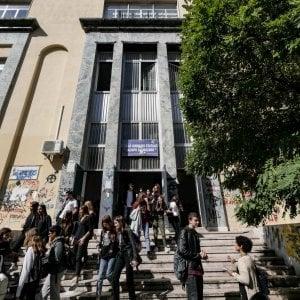 """Liceo Sannazaro, lettera di studenti e genitori per il nuovo dirigente: """"Adesso ricostruiamo"""""""