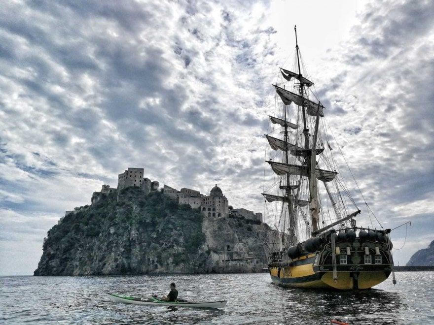 Ischia, tuffo nel passato con il veliero dei pirati