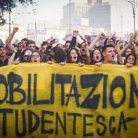 Migranti, a Benevento 200 studenti in corteo contro il decreto Salvini