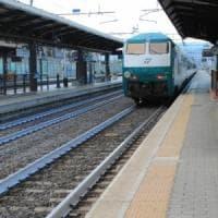 Investito da un treno nel Casertano, muore 19enne