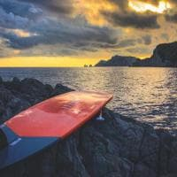 """Dalla Costiera a Capri su una tavola da SUP, Enrico: """"La vera sfida? Ascoltare la natura"""""""