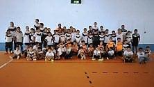 Genitori, scuola di calcio gratuita per togliere  i bimbi dalla strada