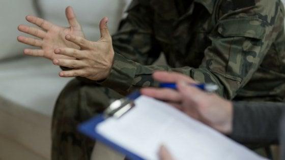 Concorsi truccati per entrare nelle forze armate, scattano sedici arresti a Napoli. A domiciliari generale in pensione