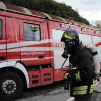 Rogo distrugge deposito agricolo nel Salernitano