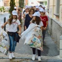 """Soccavo, 50 studenti ripuliscono le strade con """"Repubblica"""" e """"Legambiente"""""""