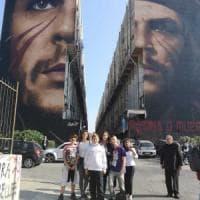 Murale di Che Guevara a San Giovanni, la figlia di Raul Castro visita il Bronx con Jorit