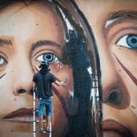 Napoli, Ilaria Cucchi inaugura il murales di Jorit