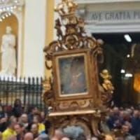 Torre Annunziata, l'appello del parroco ai giovani durante la processione della Madonna della Neve: «Preservate la retta via»