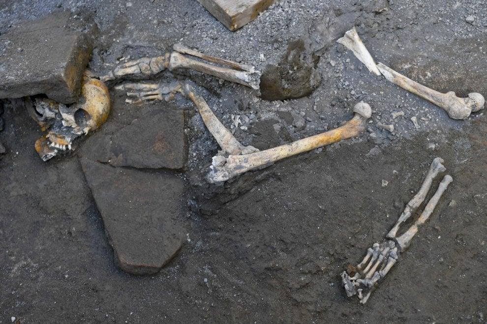 Pompei, scoperta la stanza degli scheletri devastati dai furti dei tombaroli