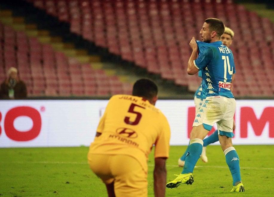 Napoli-Roma, l'esultanza di Mertens dopo il gol del pareggio