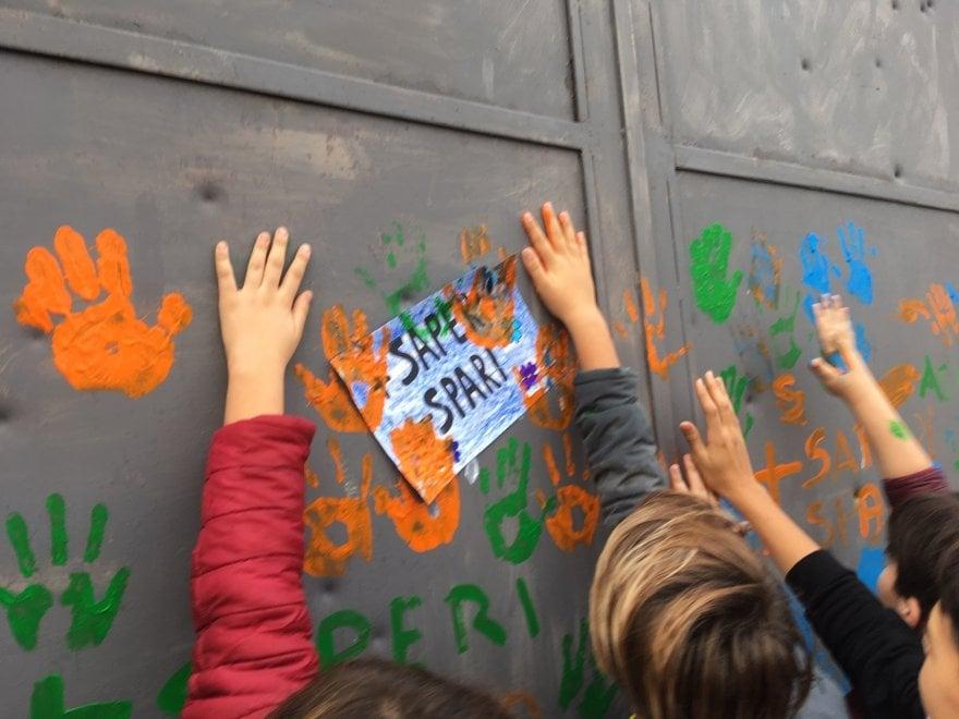 San Giovanni a Teduccio, bambini in piazza contro gli spari della camorra