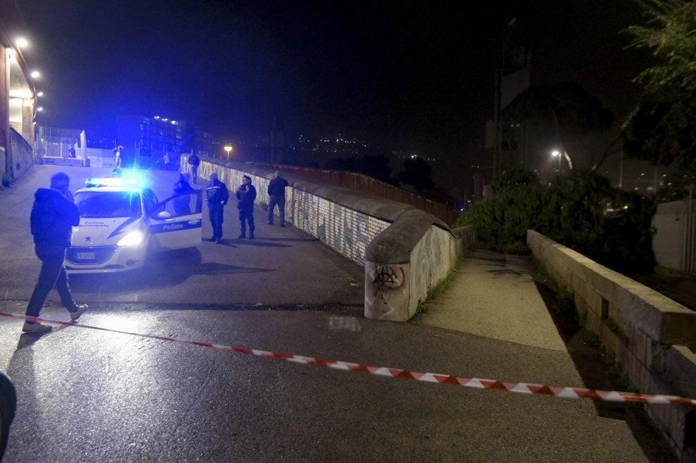 Napoli, cade un albero a Fuorigrotta: muore uno studente