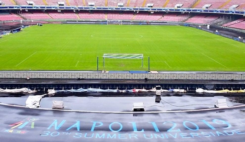 """Stadio San Paolo, il logo """"Universiade Napoli2019"""" sulle due curve della pista di atletica"""