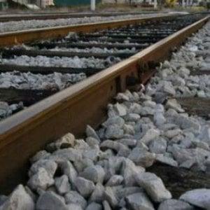 Caserta, carabiniere muore travolto da un treno: stava inseguendo un ladro