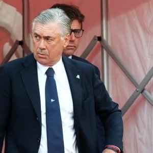 """Napoli, Ancelotti sta con Mourinho: """"Non è stato volgare, lo hanno insultato per 90 minuti"""""""