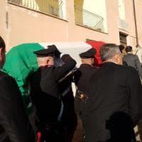 Caserta, carabiniere morto, folla ai funerali, il sacerdote: