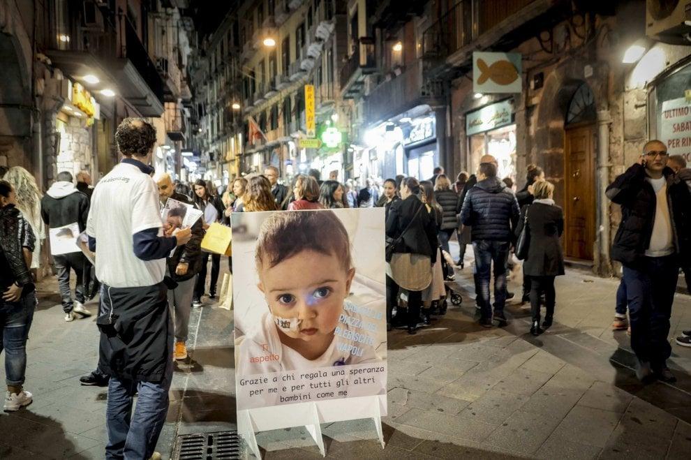 Alex, non si ferma la solidarietà: centinaia in fila in piazza Plebiscito