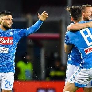 Napoli, la rimonta dopo il diluvio: contro il Genoa gli azzurri vincono 2-1