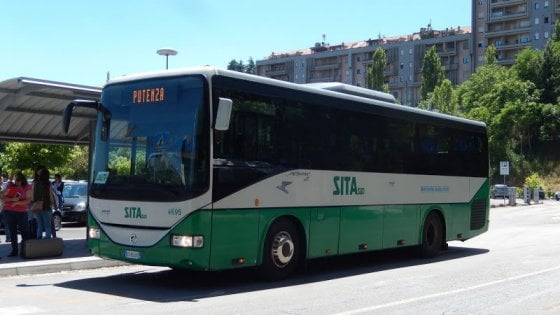 Potenza, guasto al bus da Savoia di Lucania: studenti a casa