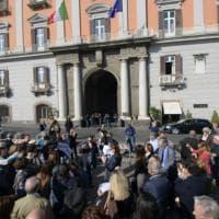 """Libertà di stampa, flash mob dei giornalisti campani davanti alla Prefettura. Di Maio: """"Sono a disposizione"""""""