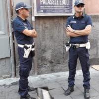 Napoli, sei ore di attesa e quattro vigili per una buca