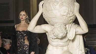 Rocco Barocco, modelle al Mann per 50 anni di creazioni: successo per la sfilata