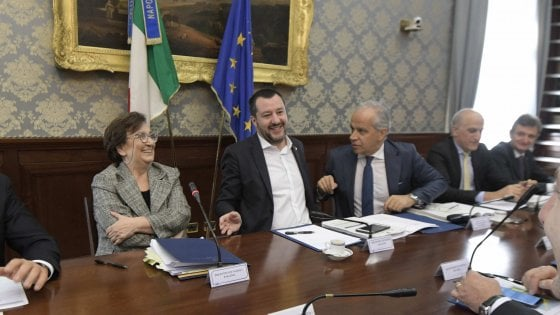 """Salvini a Napoli: """"Si va verso il disastro ambientale, un termovalorizzatore per ogni provincia"""""""