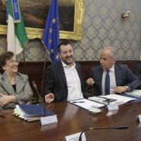 """Salvini a Napoli: """"Si va verso il disastro ambientale, un termovalorizzatore per ogni..."""