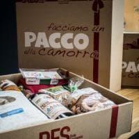 'Pacco alla camorra' ha 10 anni, feste da Napoli a Milano
