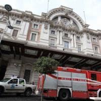 Tragedia a Napoli: 30enne si lancia contro un treno, muore sul colpo
