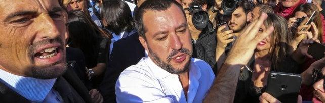 """Scontro Lega-M5S sui rifiuti in Campania Salvini: """"Impianti o si rischia disastro""""   /Vd     Di Maio: """"Sugli inceneritori investe la camorra"""""""