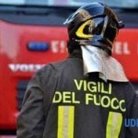 Benevento, vasto incendio in un'azienda agricola lungo la strada provinciale